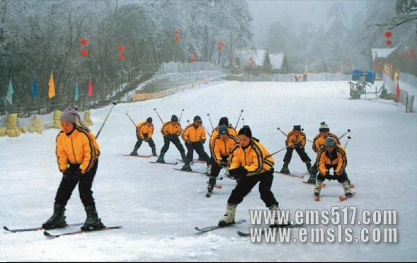 峨眉山:滑雪场