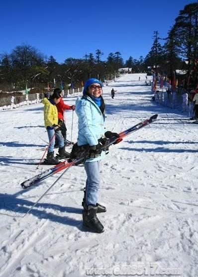 玩雪滑雪乐在其中