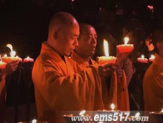 峨眉山寺院僧人祈福