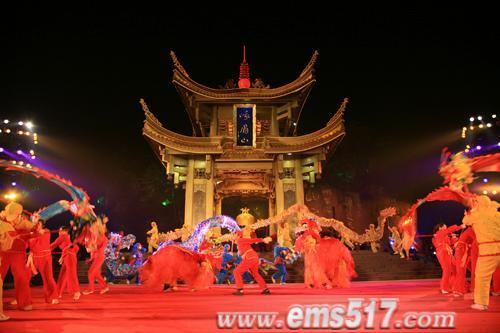 新春佳节除夕之夜,峨眉山撞钟仪式