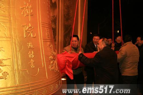 新春佳节,除夕之夜峨眉山撞钟仪式