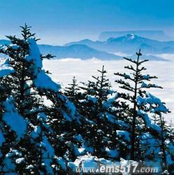 峨眉山金顶春之残雪