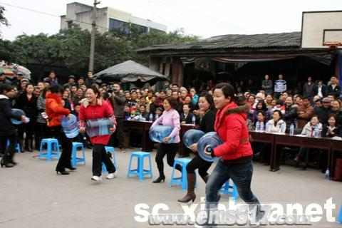 """峨眉山市庆""""三八"""" 快乐农村行"""
