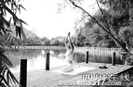 峨眉山红珠山宾馆瑜伽体验