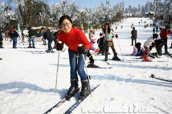峨眉山滑雪