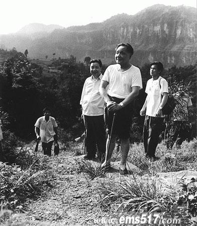 当年跟随邓小平攀登峨眉山