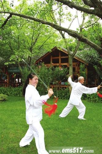 峨眉武术训练基地习练太极拳