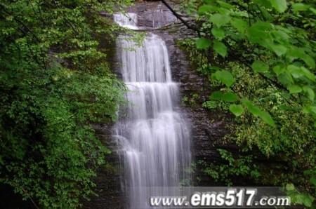 仙峰寺后山的瀑布