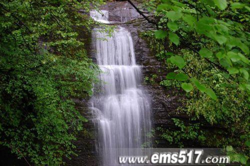 仙峰寺后的瀑布