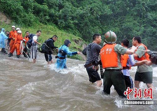 16名被困游客安全成功获救