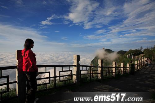 走遍中国,走进峨眉。共同见证峨眉山金顶奇观