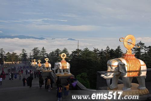 峨眉山暑期旅游
