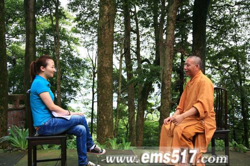 峨眉山萬年寺千年古寺院內,是最佳的佛教探訪之地。