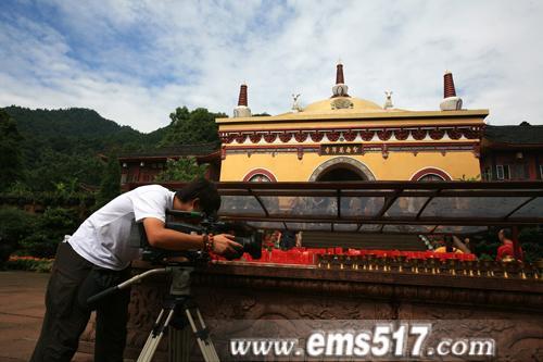 摄制组在峨眉山万年寺