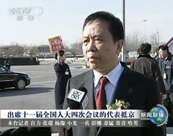 昨天下午3点50分,四川省代表团一行抵达北京首都国际机场.
