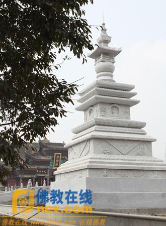 峨眉山大佛禅院内的两尊世界和平吉祥塔全面竣工
