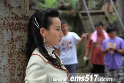全新谍战大戏《密战峨眉》峨眉山热拍,剧中出演男女主角的分别由高洋和富大龙饰演。