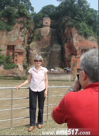 联合国教科文组织首位女总干事造访世界第一大佛四川乐山大佛