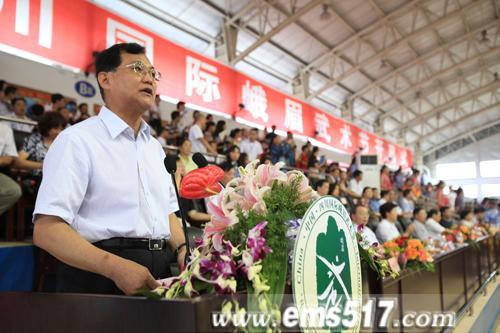 国家体育总局武管中心主任高小军先后讲话并宣布2011中国四川国际峨眉武术节开幕