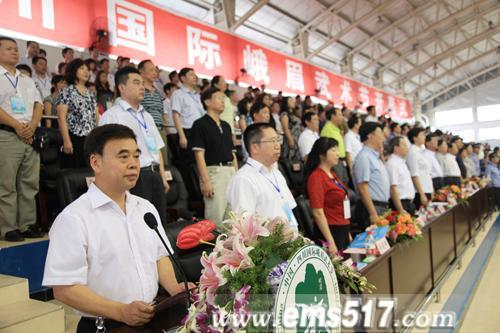 开幕式在隆重的中华人民共和国国歌声中拉开序幕