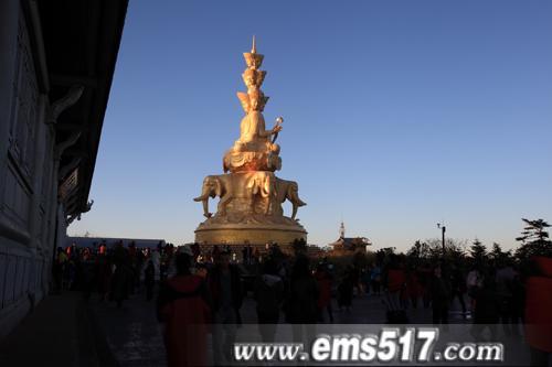 国庆大假金秋十月峨眉山迎来首个暖阳