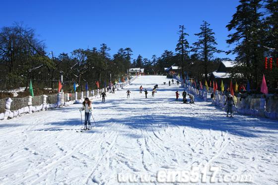 峨眉山滑雪场正式开放