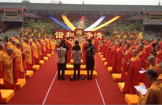 花海佛国,沐浴太子—广州千名游客相聚峨眉山