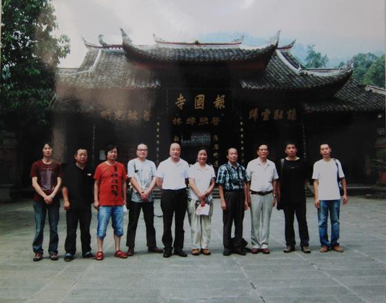 峨眉山博物馆首届中国当代名家水彩画展吸引众多游客市民前来观赏。