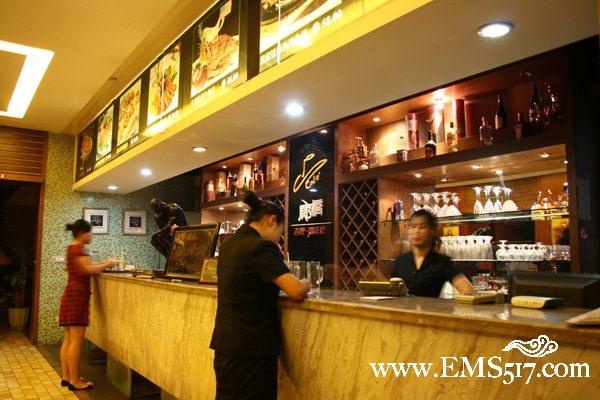 廊桥西餐厅吧台