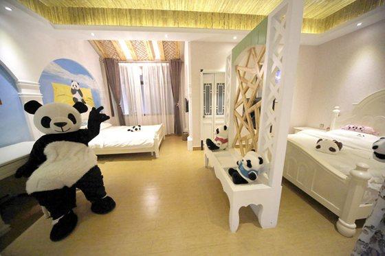 5亩,建筑面积约1000平方米,建筑外观风格与熊猫馆相一致.