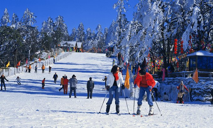 在峨眉山滑雪