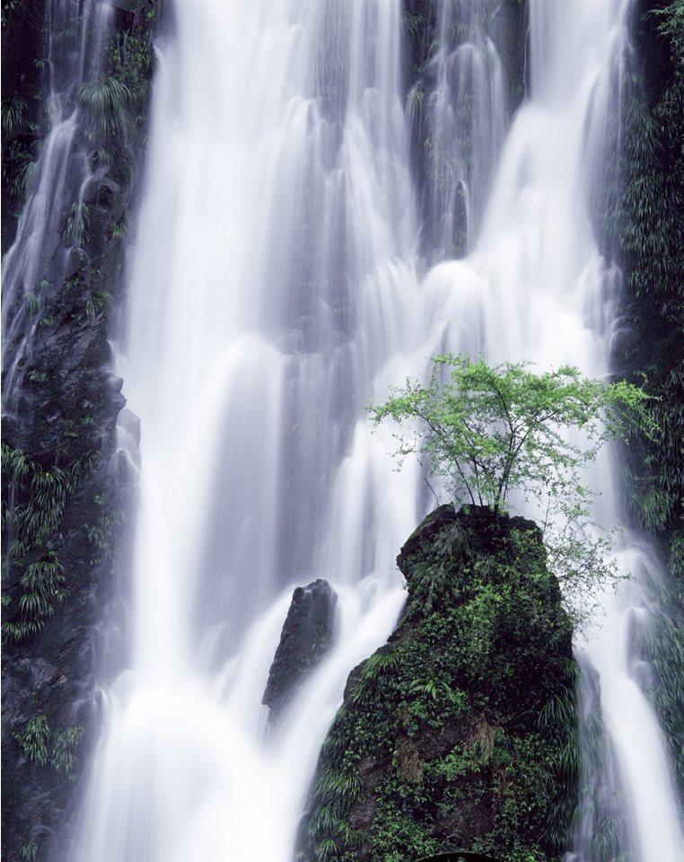 壁纸 风景 旅游 瀑布 山水 桌面 762_960 竖版 竖屏 手机