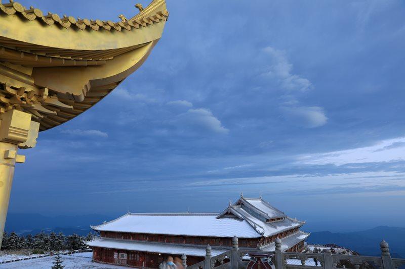 瑞雪飞金顶,雪景妆仙山   峨眉山冰雪温泉节即将拉开帷幕